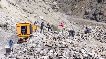 Migrant workers in the mountains of Himachal Pradesh face a high risk from landslides.