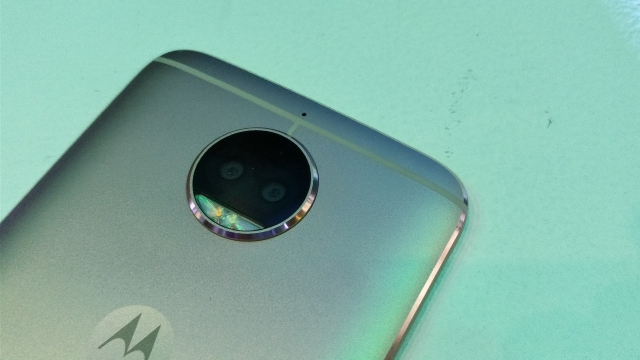 Two 13-megapixel shooters at the back.