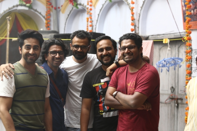 Team <i>Shubh Mangal Saavdhan</i> poses for the camera on the sets of the film.