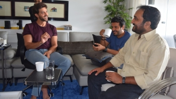Hrithik Roshan explains a point to Anand Kumar while director Vikas Bahl looks on.