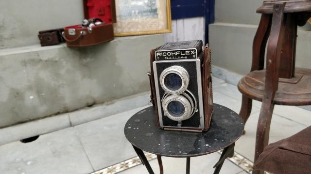 This is Ricohflex camera.