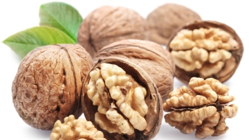 Regular consumption of walnuts may help reduce the potential prevalence rate of diabetes by improving metabolic syndrome risk factors, a study claims.