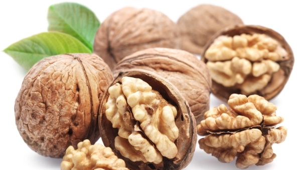 Eating a handful of walnuts daily may lower the risk of developing cardiovascular disease (CVD), says a study.