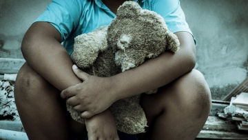 Facing trauma in childhood can significantly change the structure of the brain, which may result in severe depression which could even be recurrent in adulthood, say researchers.