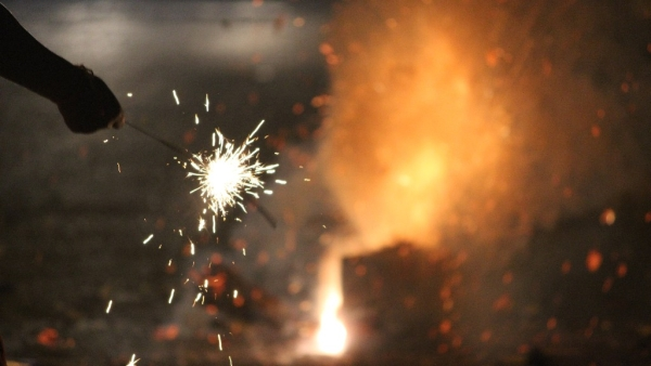 The pollution generated by popular fireworks ranges between hundreds and thousands of times above safe levels.