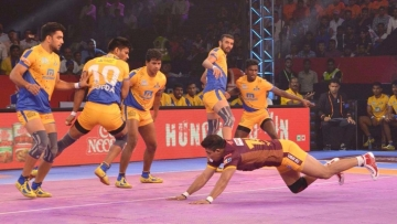 Ajay Thakur scored five points in the last minute to lead Tamil Thalaivas to a narrow 34-33 victory over UP Yoddha.