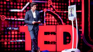 SRK chats with Sundar Pichai.