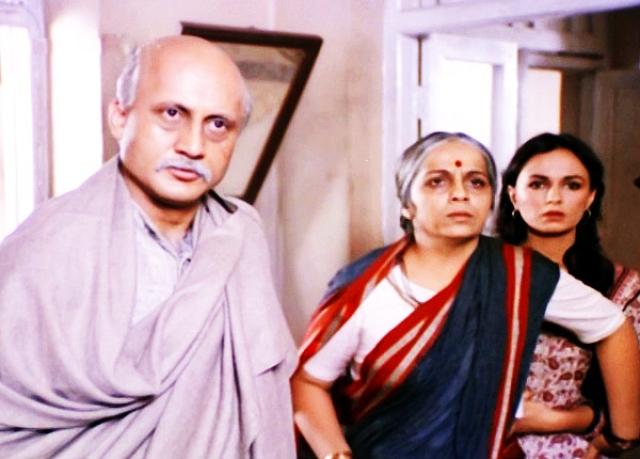 Anupam Kher, Rohini Hattangadi and Soni Razdan in Mahesh Bhatt's <i>Saaransh.</i>