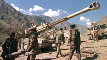 File photo of Indian soldiers carrying shells near a Bofors FH-77B 155mm artillery gun.