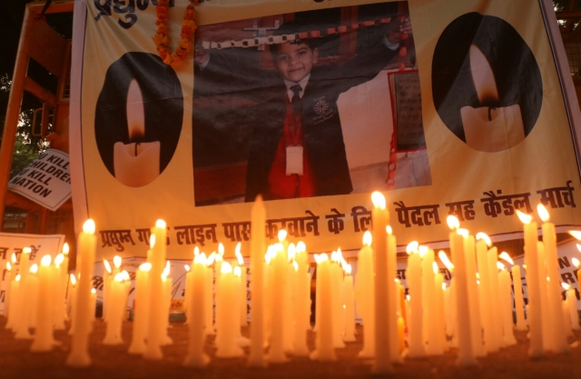 Candle light vigil organised by Mithila Student Union (MSU) over the killing of Pradyumn, a Ryan International School student at Jantar Mantar, 17 September, 2017.