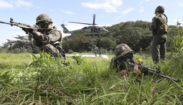 South Korean army soldiers aim their machine guns during the annual Ulchi Freedom Guardian exercise in Yongin, South Korea, Tuesday, August 29 2017. <a></a>