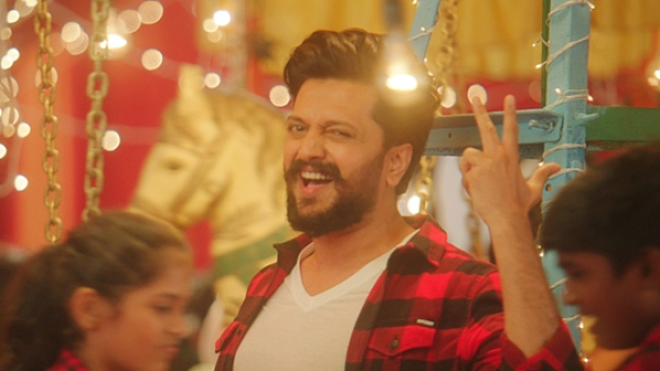 Riteish Deshmukh jives to the song <i>FaFe</i>.