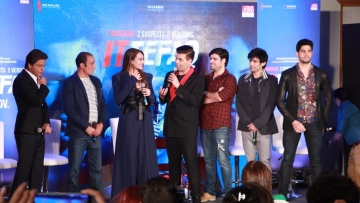The cast and crew of <i>Ittefaq </i>with Shah Rukh Khan and Karan Johar.