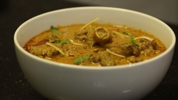 Bhopali Gosht Korma will definitely satiate the meat lover in you.