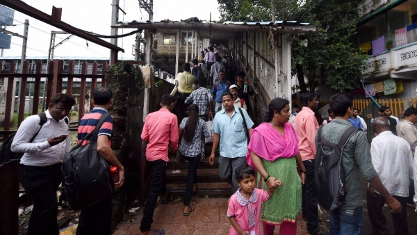 Mumbaikars at Elphinstone foot overbridge