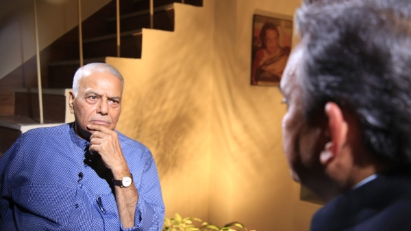 The Quint's Editorial Director Sanjay Pugalia in conversation with former finance minister Yashwant Sinha. (Photo: The Quint)