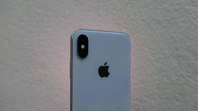 Vertical dual camera set up on the iPhone X.