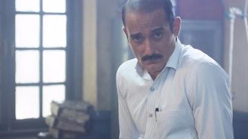 Akshaye Khanna's sauve charm as a cop in <i>Ittefaq.</i>