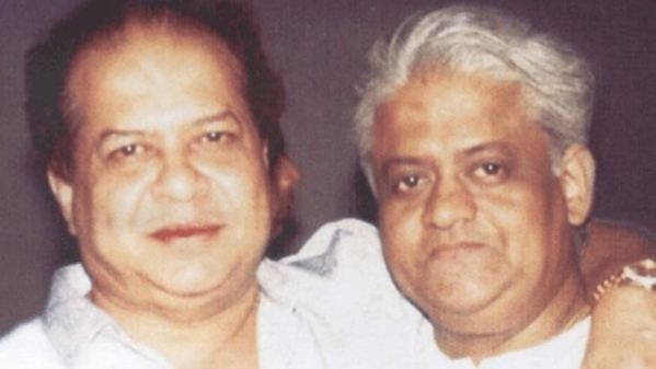 Singing along with Laxmikant-Pyarelal's best numbers on Laxmikant's 80th birthday