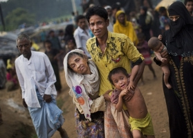 Crowded, Hot & Sparse: A 360 View of Life in Rohingya Refugee Camp