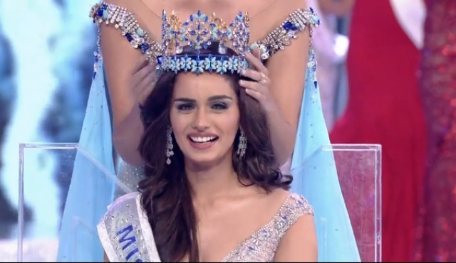 Manushi Chhillar being crowned Miss World 2017.