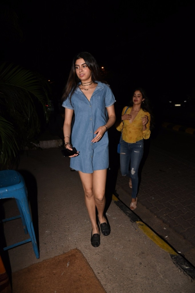 Khushi and Jhanvi Kapoor step out in fun casuals.