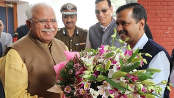 Haryana Chief Minister ML Khattar with Delhi Chief Minister Arvind Kejriwal.