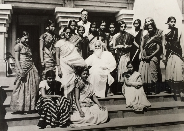 1934-35: Indira with Rabindranath Tagore in Shantiniketan. In her writings, Indira fondly remembers her time in Santiniketan where she went to study for a brief period. She writes about the free-spirited education system in Viswa Bharati University, where she cultivated a deep appreciation for art and culture.
