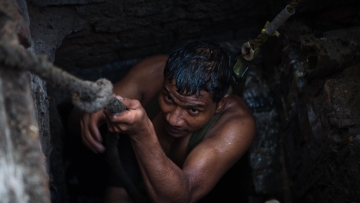 Kuldeep climbs out of the sewer in Sector 10, Ghaziabad.
