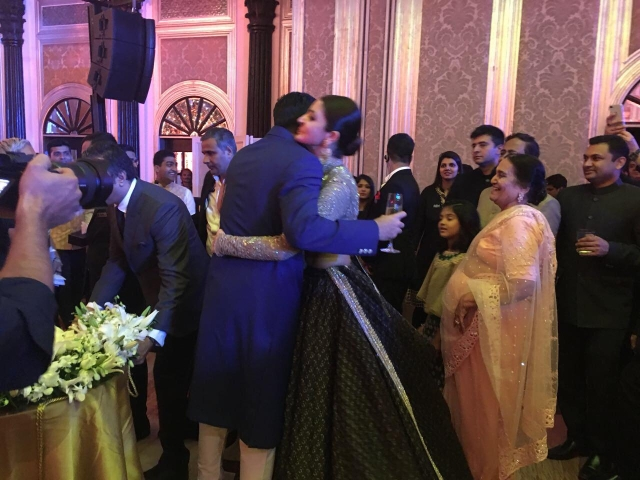 Anushka gives a congratulatory hug to Zaheer.