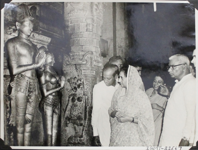 1967: Indira Gandhi looking at the statue of Krishnadevaraya at Sri Venkateswara temple in Tirupati.