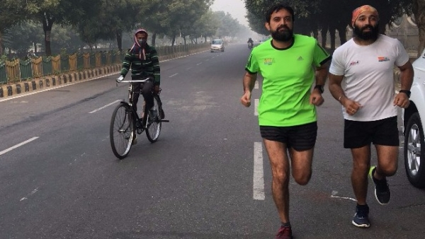 Intense smog in Delhi can't stop these runners from doing what they love – running!