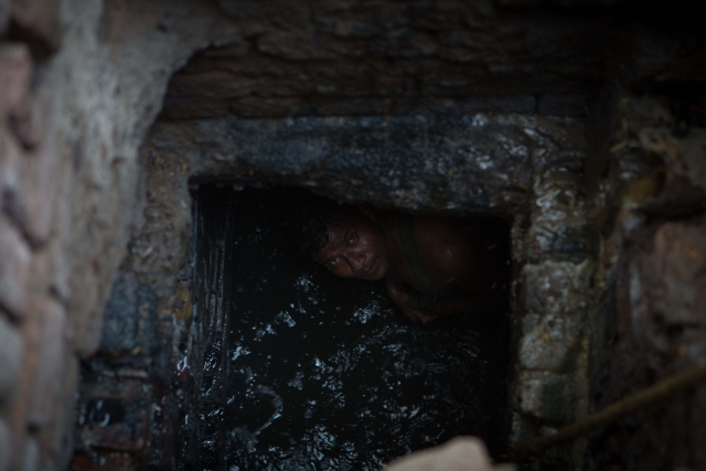 Kuldeep inside a sewer in Sector 10, Ghaziabad.