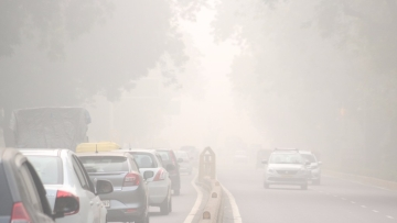 Smog reduces visibility in New Delhi