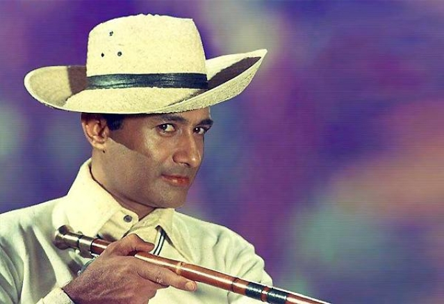 Dev Anand, in his portrayal of a spy, forgoes aggressive masculinity in <i>Jewel Thief</i>