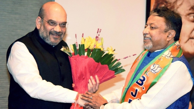 BJP president Amit Shah welcoming Mukul Roy to the BJP on 3 November, 2017.