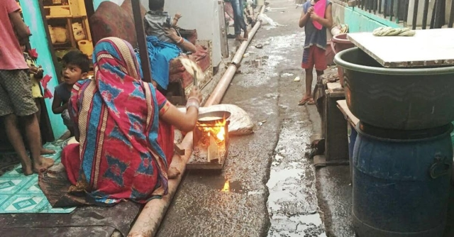 Women cooking on clay stoves outside their houses in the transit camp  near the Ramjas Grounds, which has been accommodating residents of the Kathputli Colony since 2014.