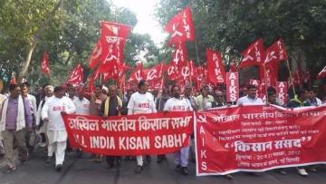 Kisan Mukti Sansad farmers march to Parliament in protest in Delhi.