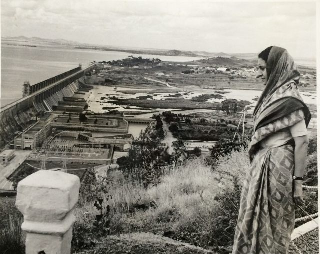 1968: Indira overlooking the Tungabhadra Dam on the day of its inauguration. She took keen interest in developmental projects and would always be voluntarily present at the site to understand the practical application of these projects.