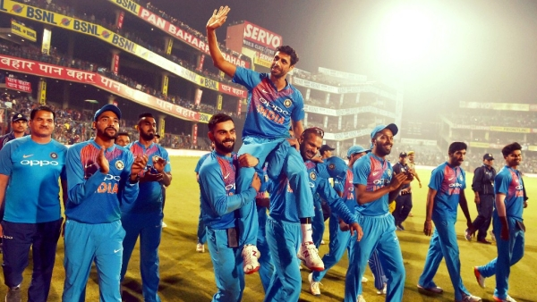 India's  Ashish Nehra waves to crowd after  his retirement from all forms of cricket during the first T20 match against New Zealand  at Feroz Shah Kotla Stadium in New Delhi.