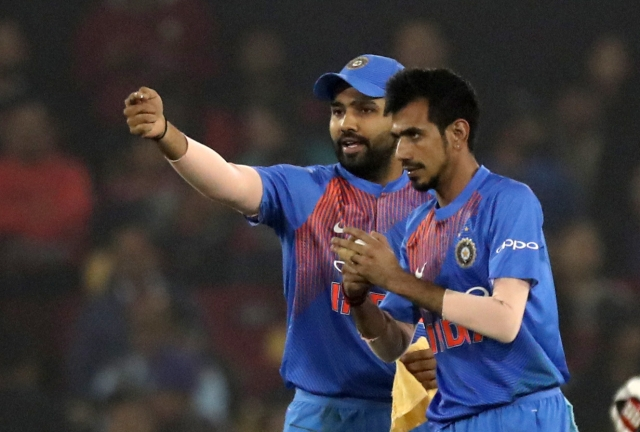 Rohit Sharma has a quick chat with Yuzvendra Chahal during Sri Lanka's innings in Cuttack.