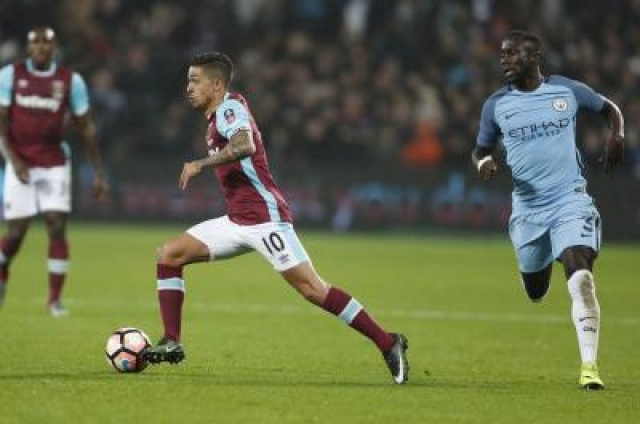 LONDN, Jan. 7, 2016 (Xinhua) -- Manuel Lanzini (C) of West Ham United breaks through during the third round match of FA Cup between West Ham United and Manchester City at the London Stadium in London, Britain on Jan. 6, 2017. Manchester City won 5-0. (Xinhua/Han Yan/IANS)