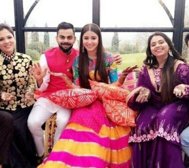 Virat and Anushka look adorable during the mehendi ceremony.