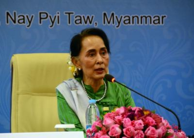NAY PYI TAW, Nov. 21, 2017 (Xinhua) -- Myanmar State Counselor and Foreign Minister Aung San Suu Kyi attends a press conference during the 13th Asia-Europe Meeting (ASEM) foreign ministers