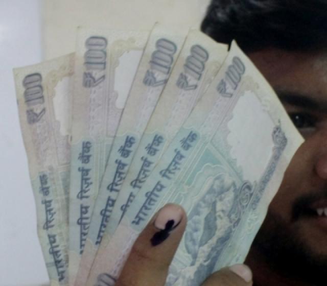 100 rupee notes. (File Photo: IANS)