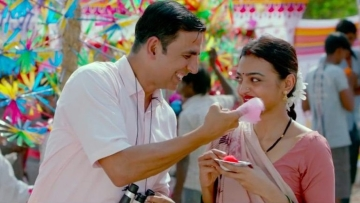 Akshay Kumar and Radhika Apte in the song, <i>Aaj Se Teri </i>from <i>PadMan</i>.