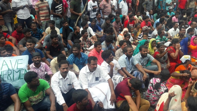 The protesters said that the Kerala Government was doing a far better job at rescuing its fishermen.