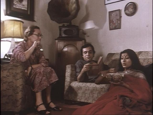 Jennifer Kendal, Dhritiman Chatterjee and Debashree Ray in <i>36 Chowringhee Lane.</i>