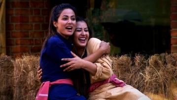 Hina Khan and Shilpa Shinde take a dig at Vikas Gupta.