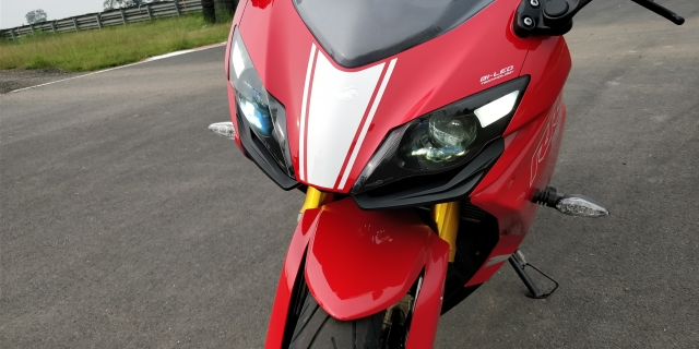 Bi-LED projector headlamps on the Apache RR310.